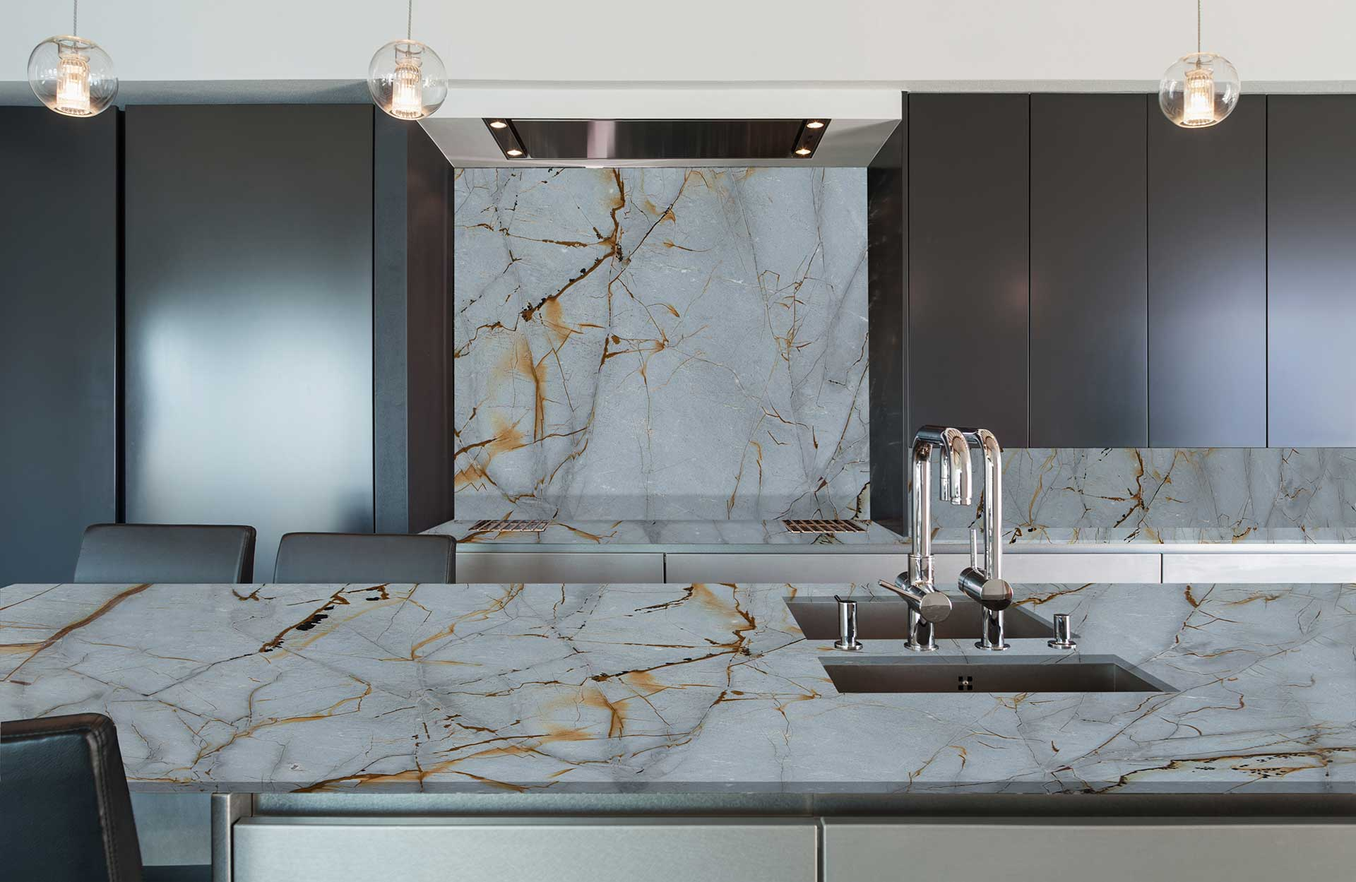 quartzite-blue-roma-kitchen