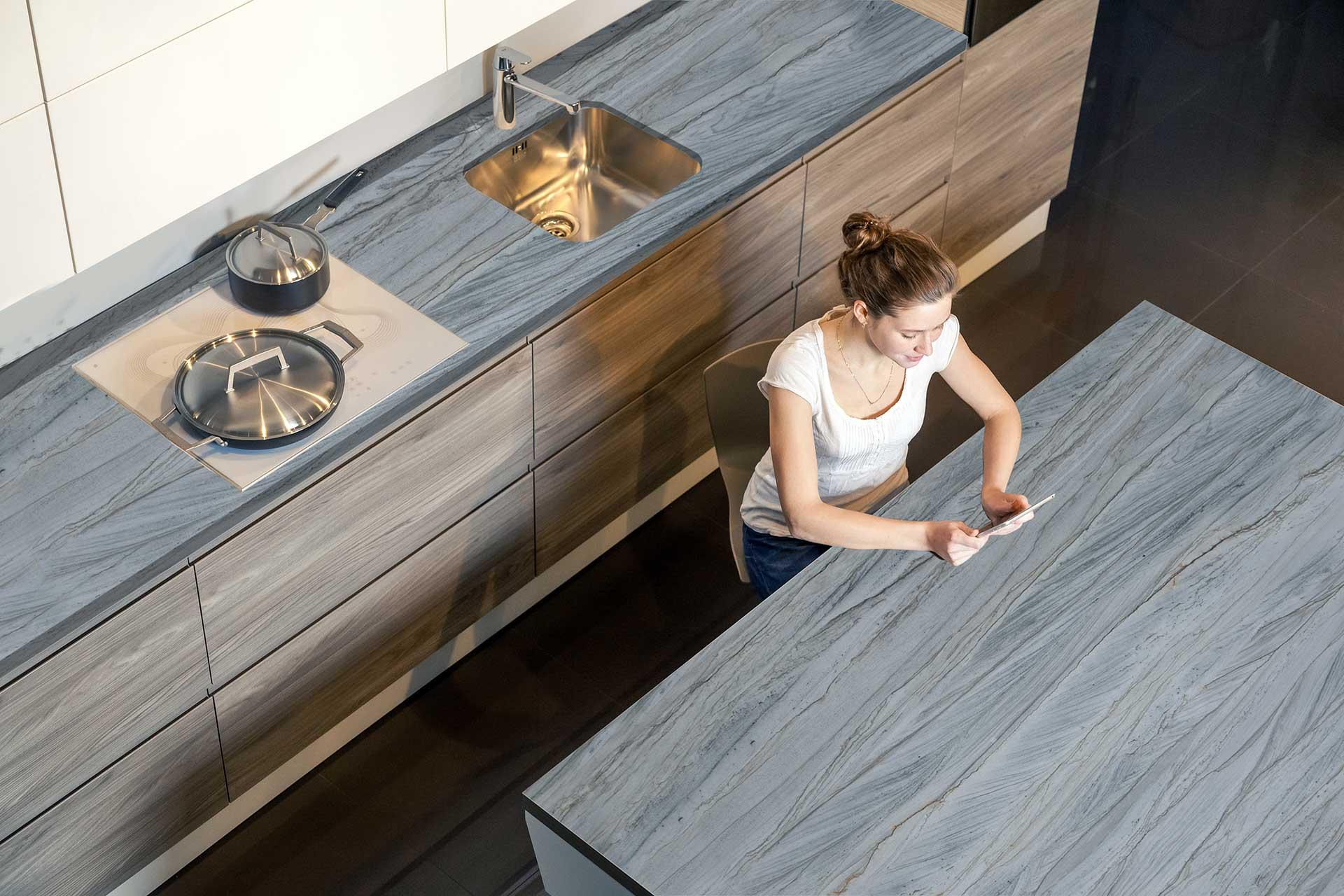 quartzite-brilliant-grey-kitchen